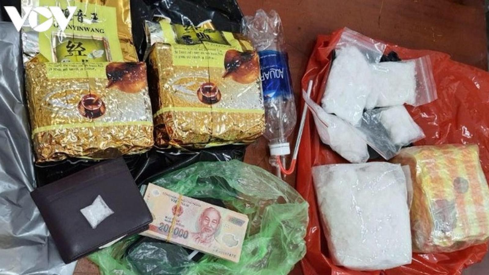 Triệt phá đường dây buôn bán ma túy từ nước ngoài về TPHCM