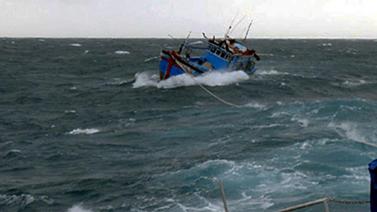 Tàu Trường Sa 22, Vùng 4 Hải quân cứu tàu cá Phú Yên gặp nạn