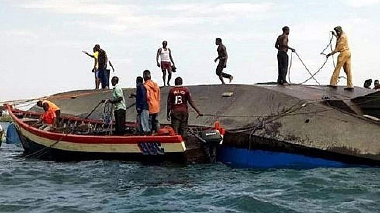 Lật tàu thủy ở Nigeria làm ít nhất 14 người thiệt mạng và mất tích
