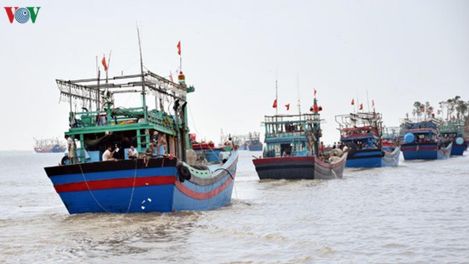 Vẫn còn tàu thuyền hoạt động trong vùng nguy hiểm khi bão sắp đổ bộ