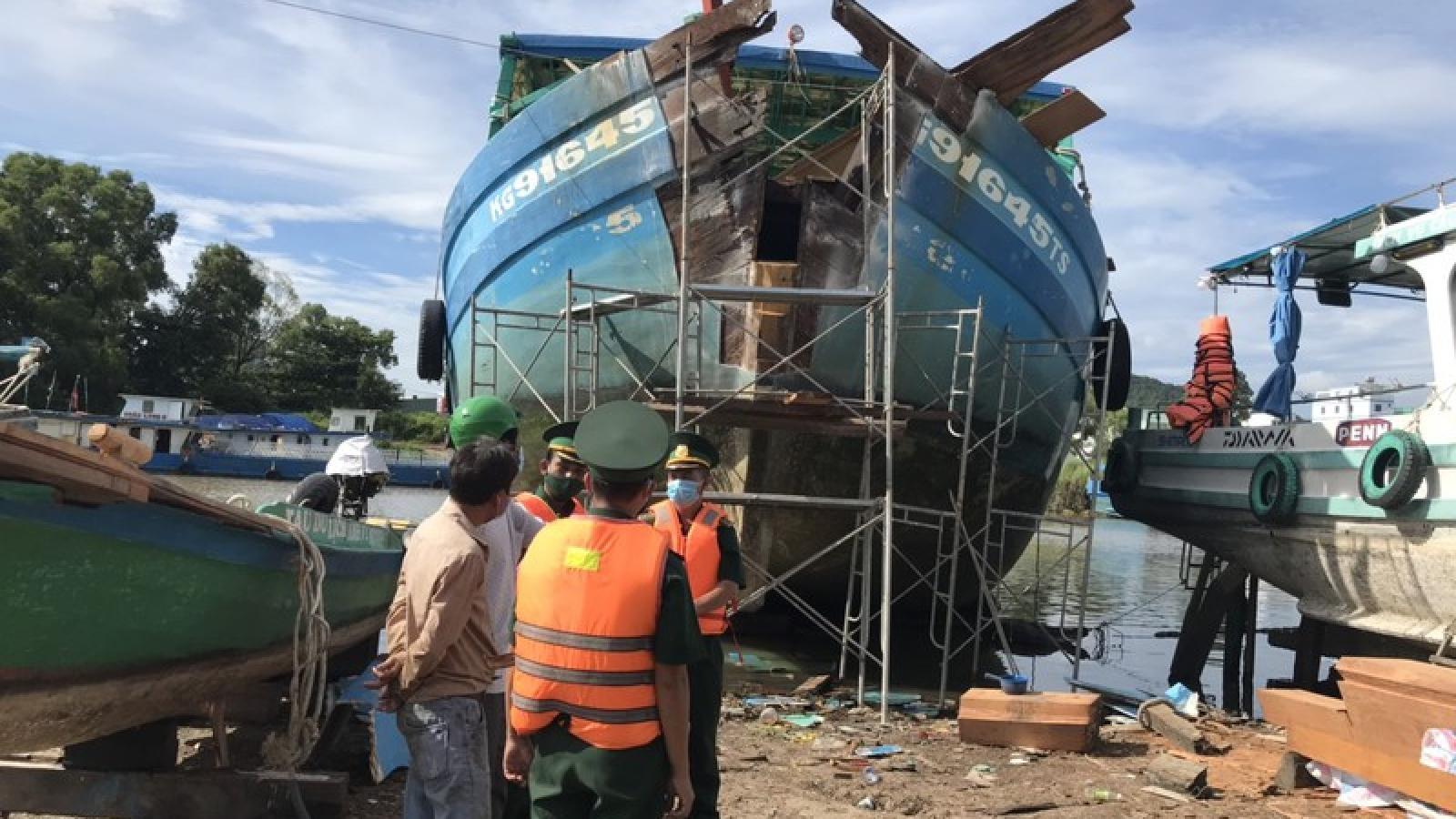 Kiên Giang tìm được phương tiện va chạm gây nghiêng đổ trụ điện trên biển