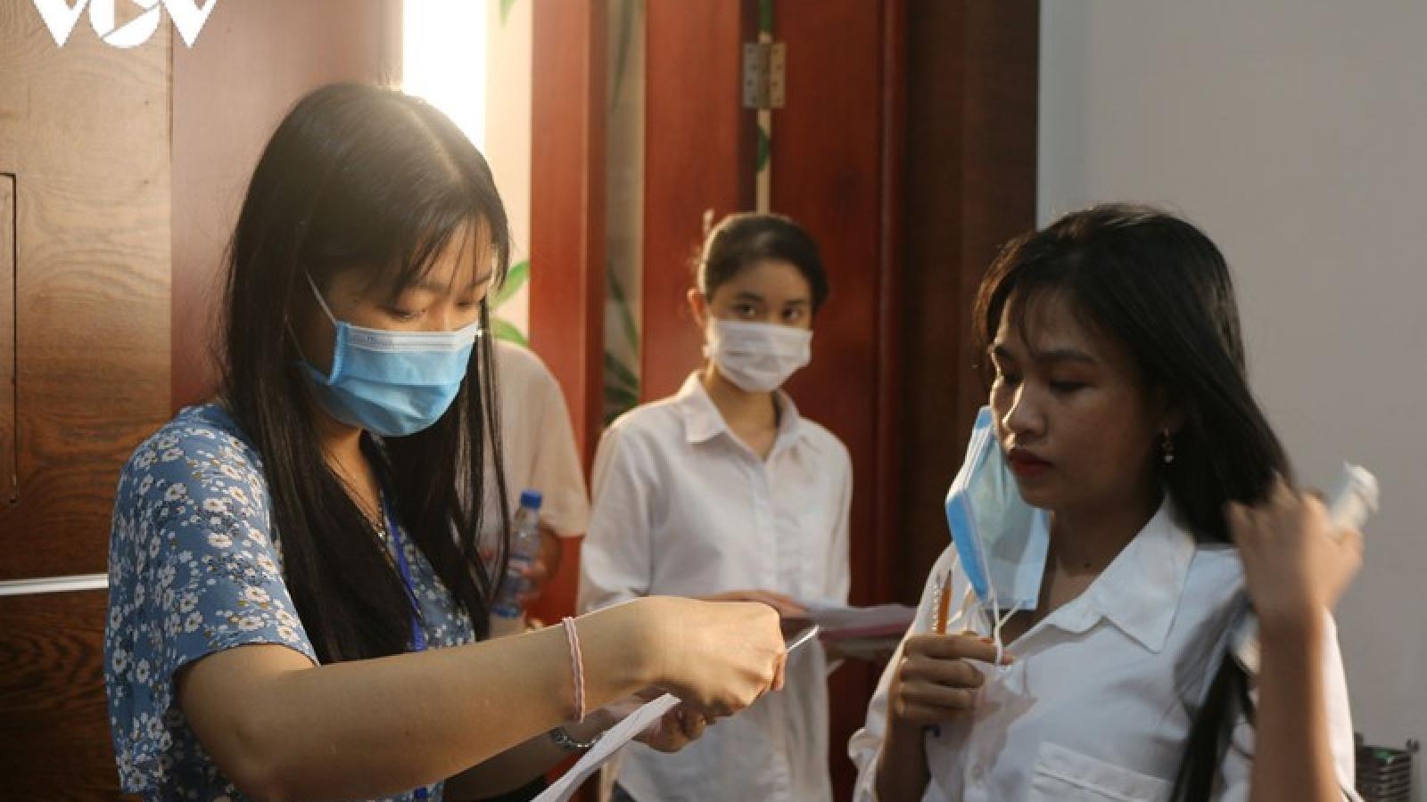 Hơn 40.000 thí sinh ở TP HCM bắt đầu làm bài thi đánh giá năng lực 