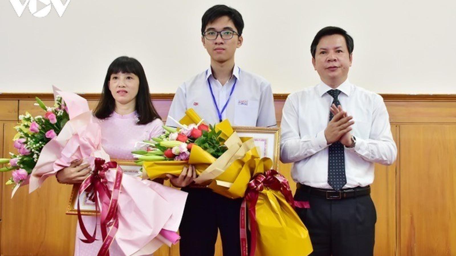 Tuyên dương học sinh đạt Huy chương Vàng Olympic Sinh học Quốc tế