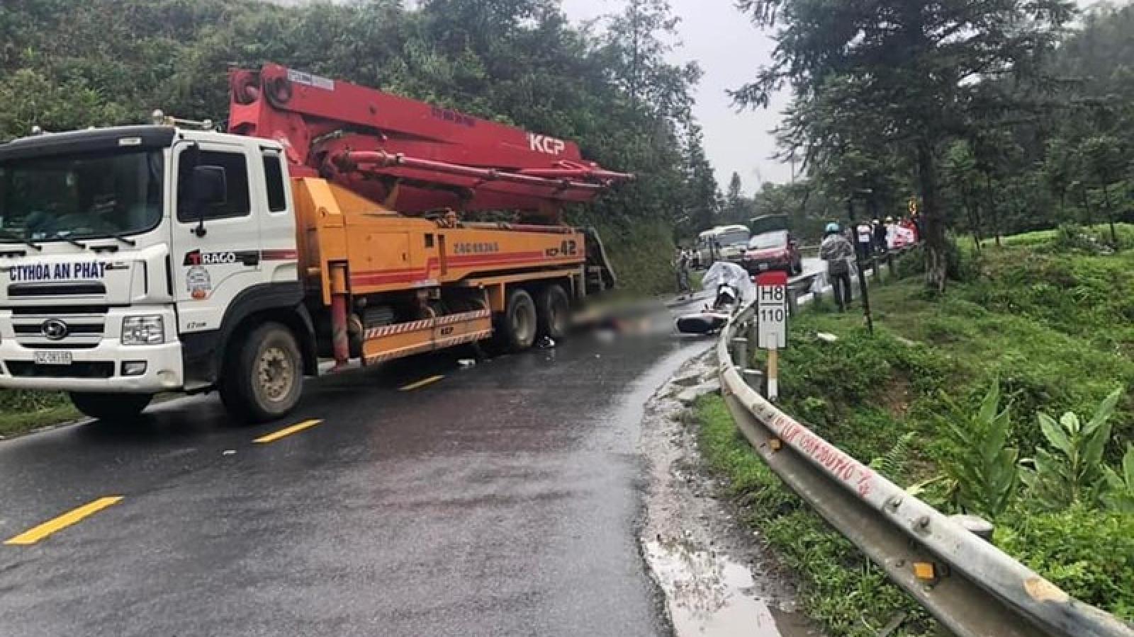 Va chạm với xe bơm bê tông, thanh niên đi xe máy tử vong ở Lào Cai