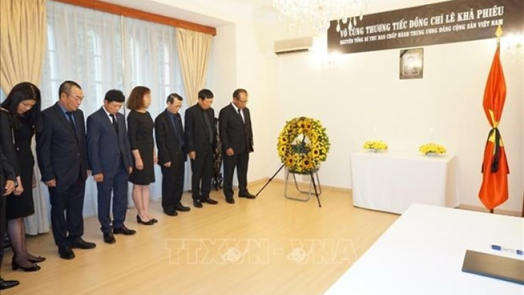 Vietnamese Embassy in Czech Republic pays homage to former Party leader