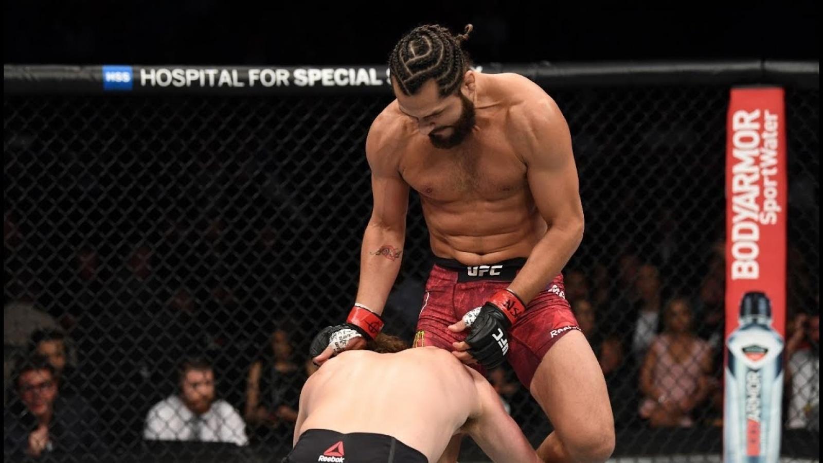 VIDEO: Những đòn knock-out như trong game trên sàn đấu võ tự do