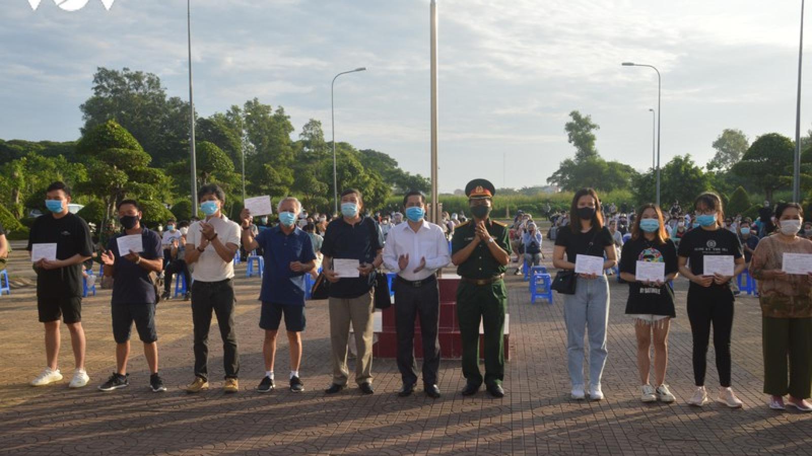 140 công dân từ nước ngoài về hoàn thành cách ly y tế tập trung ở Sóc Trăng
