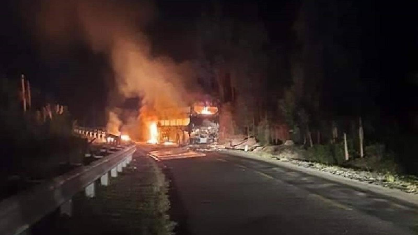 Xe khách bất ngờ bốc cháy trơ khung ở đèo Phượng Hoàng, Đắk Lắk