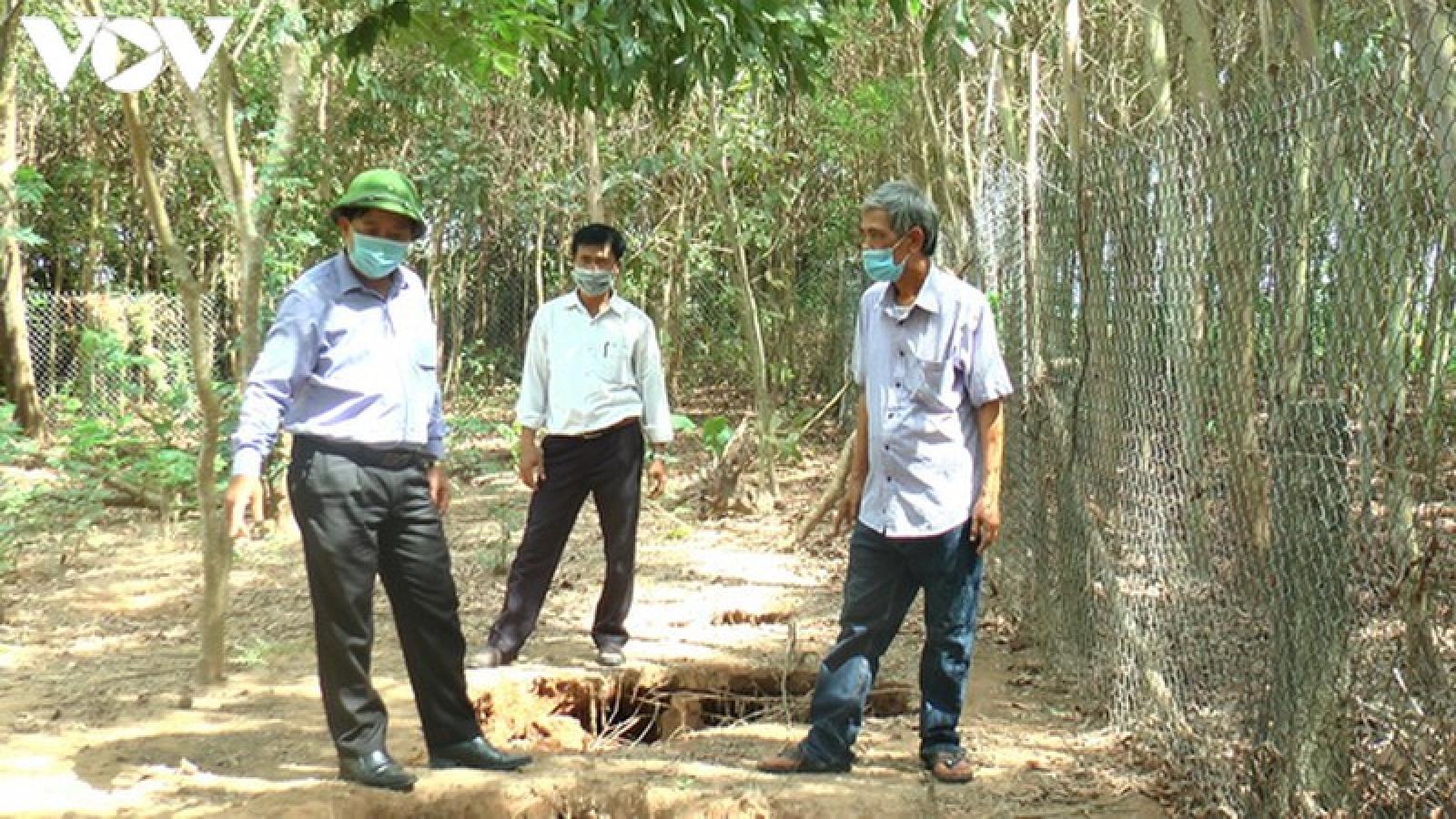 Phát hiện nhiều hố sụt lún trong vườn nhà dân ở Quảng Trị