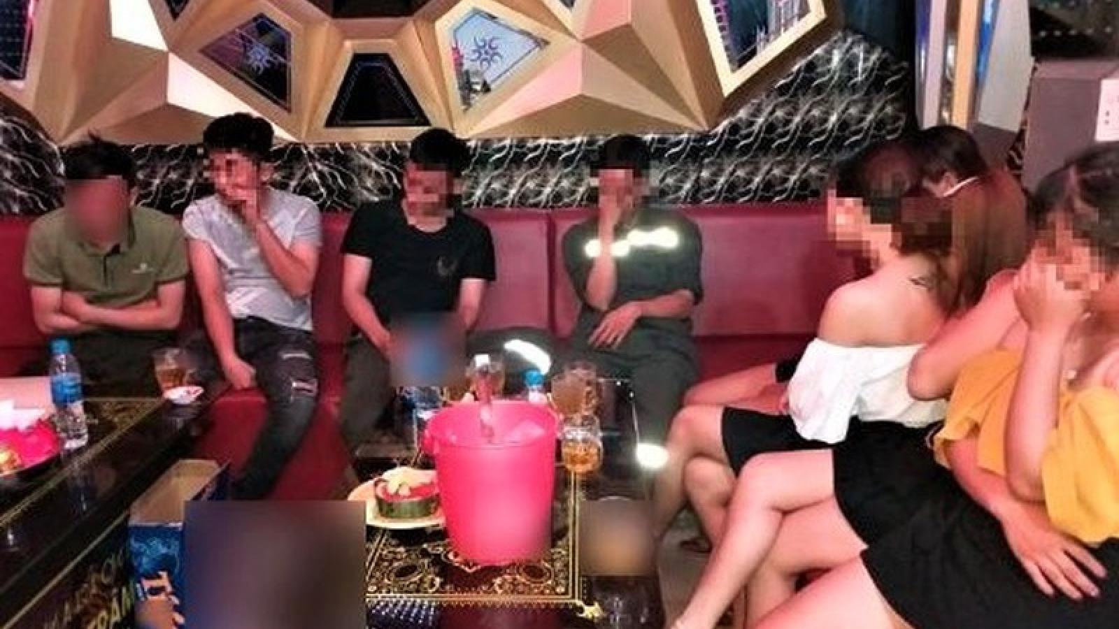 Quảng Ngãi: Quán karaoke vẫn hoạt động bất chấp lệnh cấm
