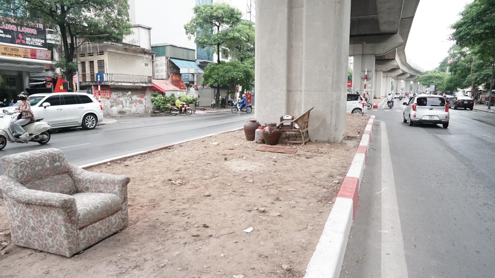 Rác thải, đỗ xe tự phát dọc tuyến đường sắt trên cao Cát Linh - Hà Đông