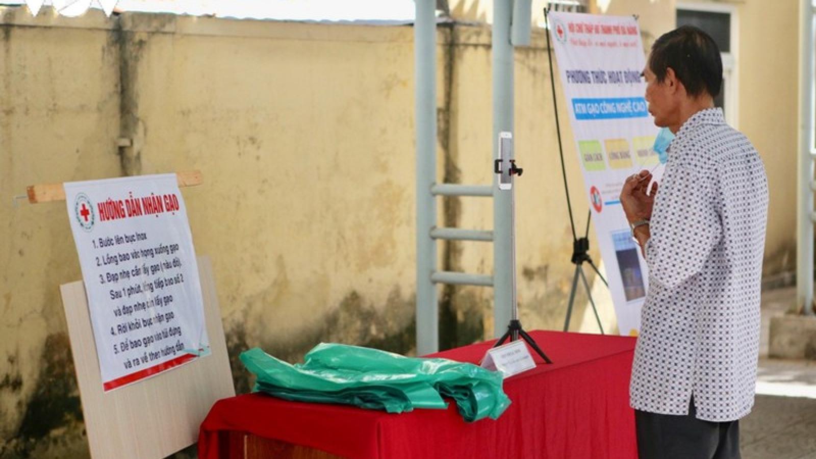Đà Nẵng phát 20 tấn gạo bằng ATM giúp dân nghèo
