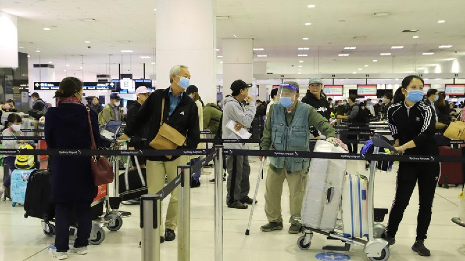 Đưa hơn 340 công dân Việt Nam từ Australia về nước an toàn