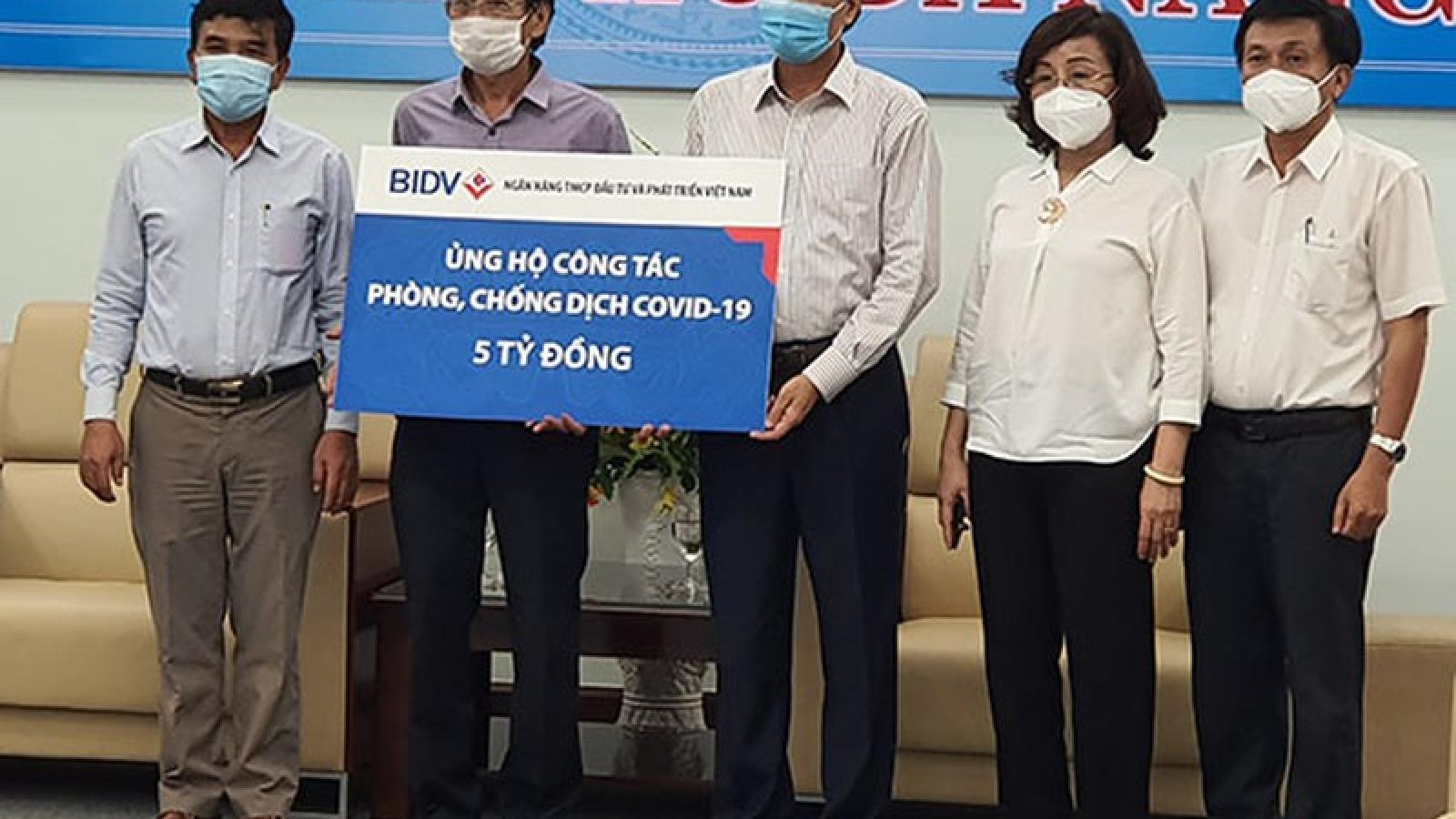 Các ngân hàng ủng hộ TP Đà Nẵng hơn 22 tỷ đồng chống dịch Covid-19