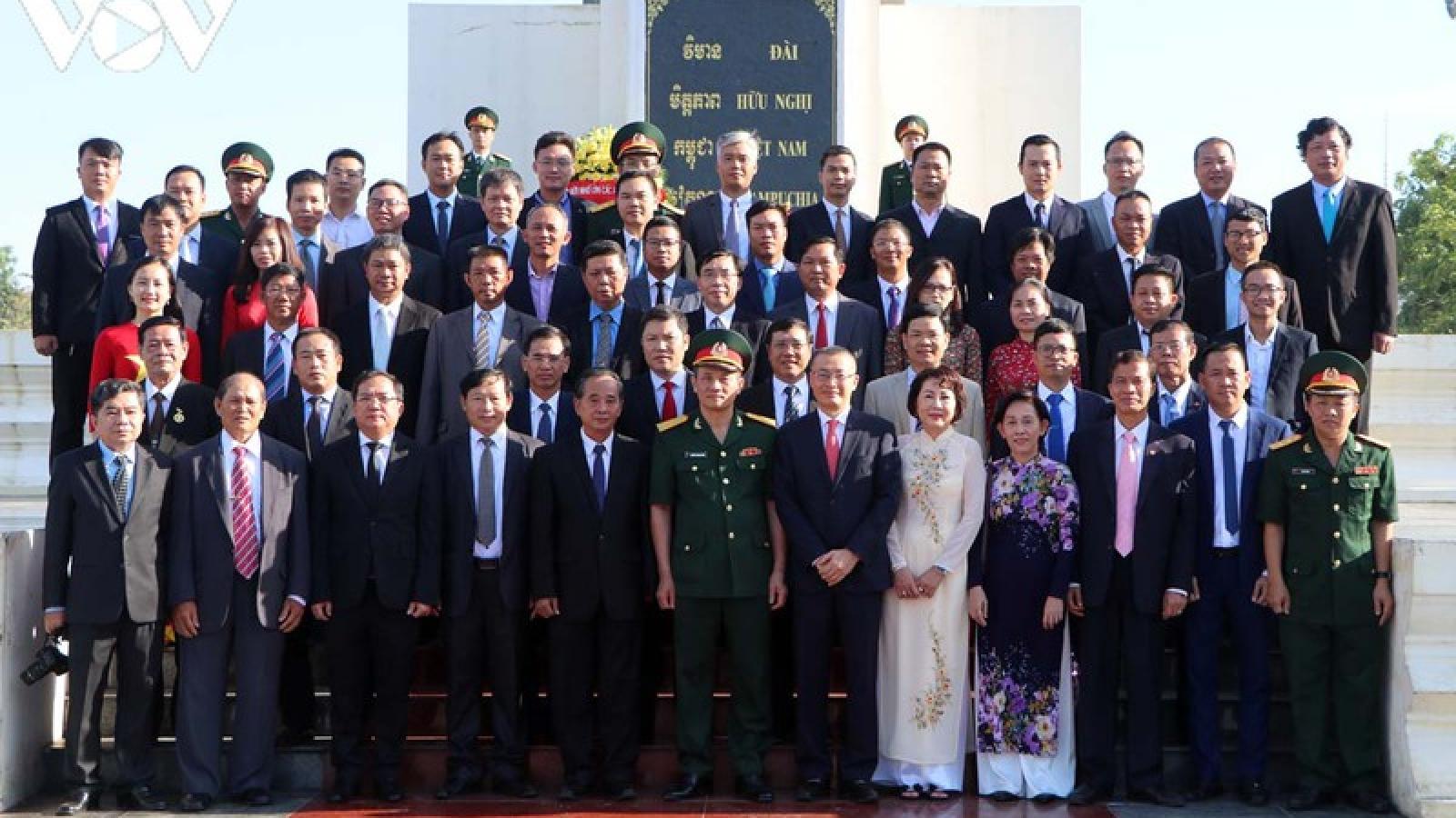 Cộng đồng người Việt tại Campuchia dâng hương nhân kỷ niệm Quốc khánh