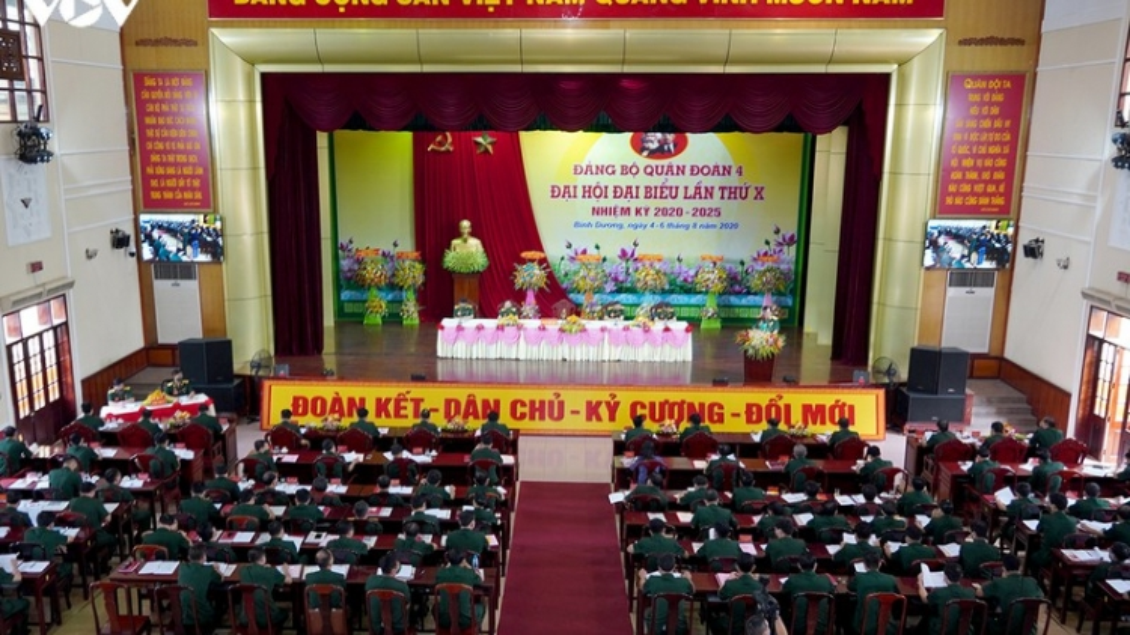 Thứ trưởng Bộ Quốc phòng dự Đại hội đại biểu Đảng bộ Quân đoàn 4