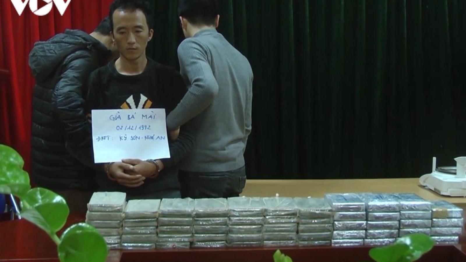 Đối tượng buôn bán 55 bánh heroin tự sát trong trại tạm giam