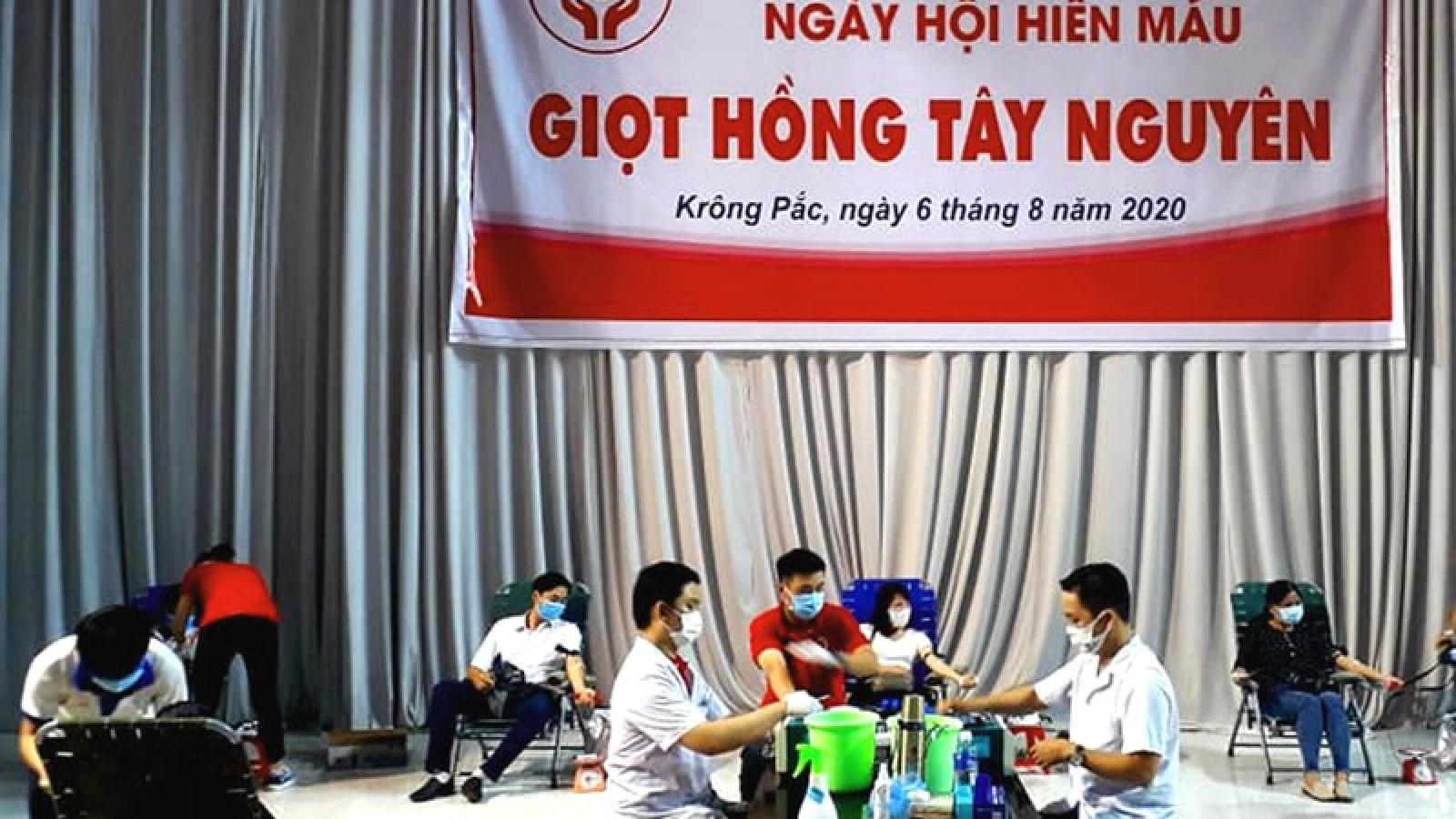 Không ngại Covid-19, hàng trăm người dân Đắk Lắk tình nguyện hiến máu