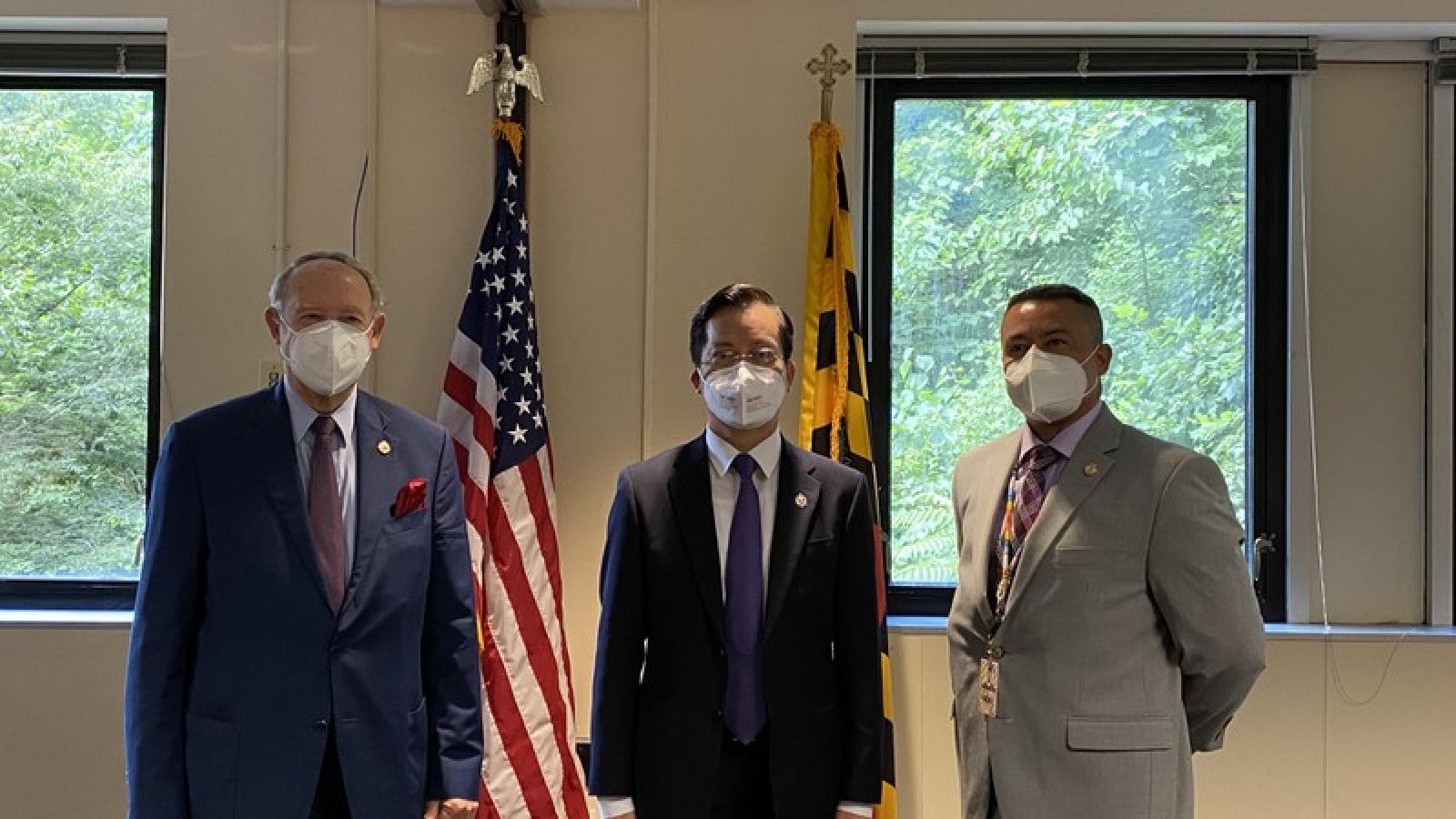 Đại sứ quán Việt Nam tại Hoa Kỳ trao tặng bang Maryland 10.000 khẩu trang