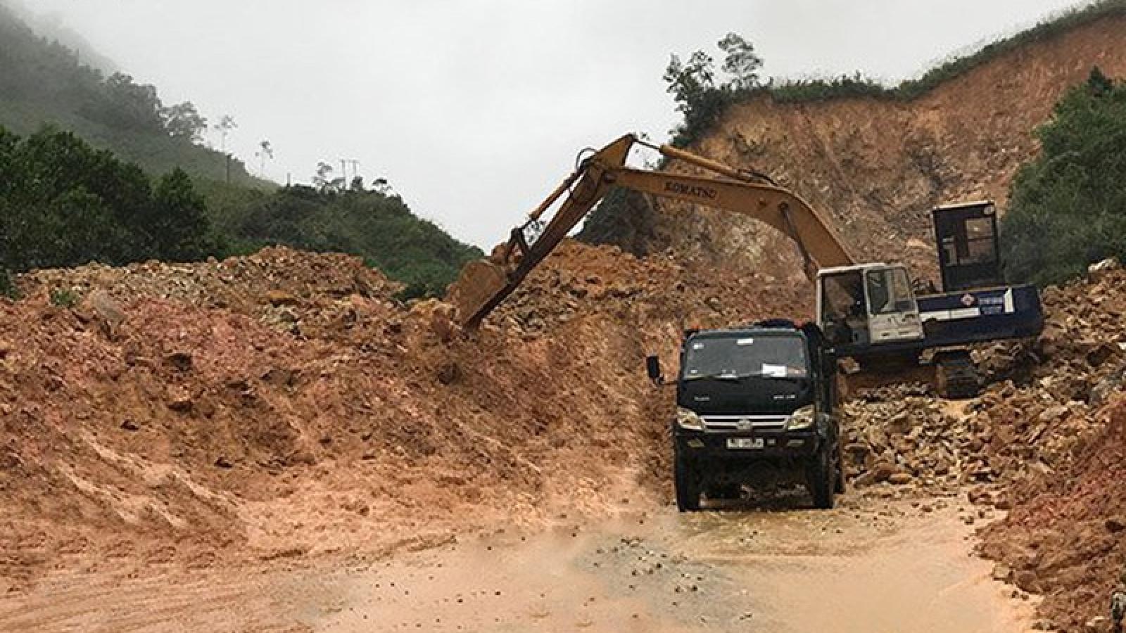 Mưa lớn gây sạt lở, ách tắc giao thông nghiêm trọng tại Lào