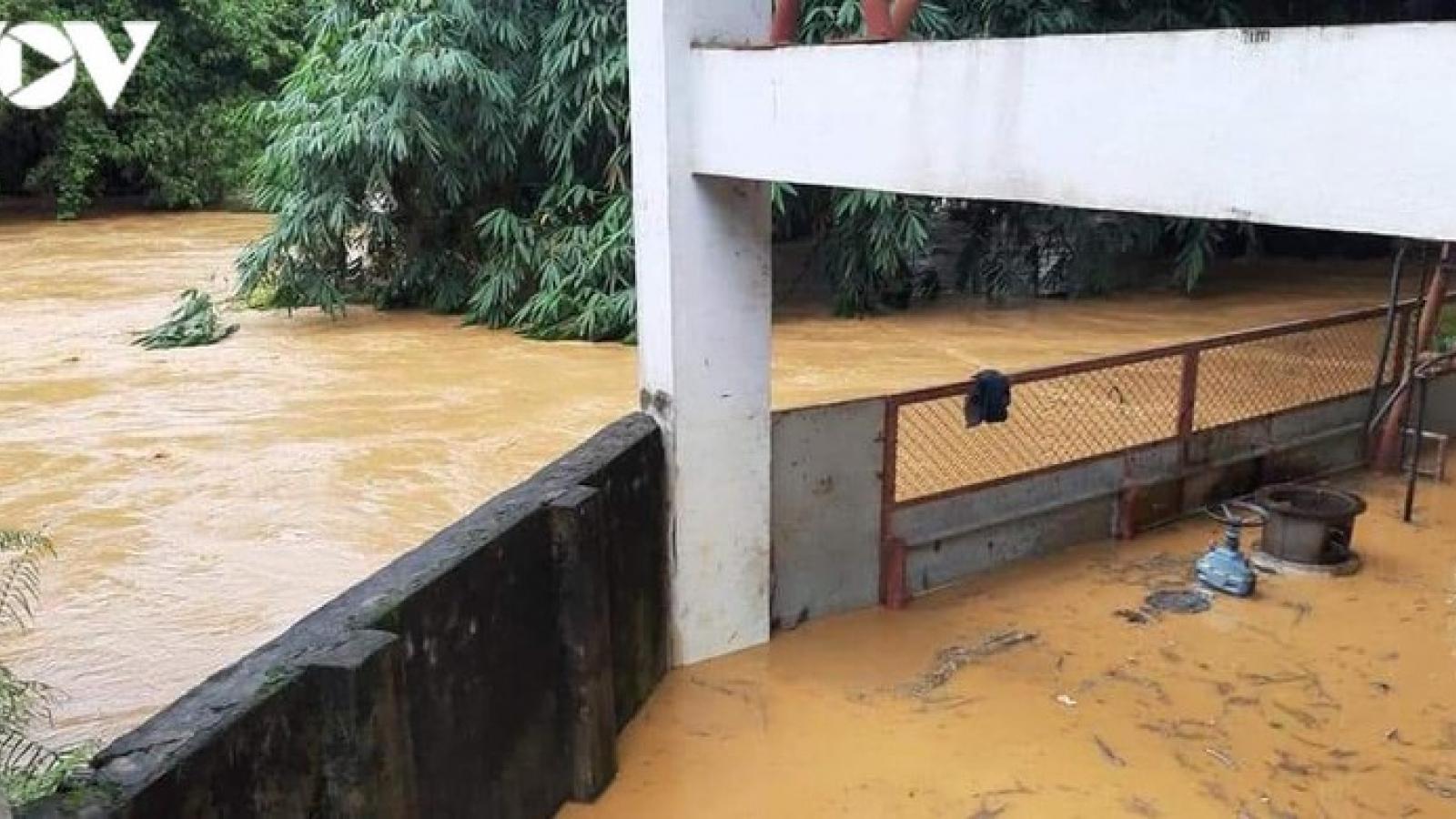 Mưa lũ gây ngập úng, sạt lở nhiều nơi ở Lào Cai