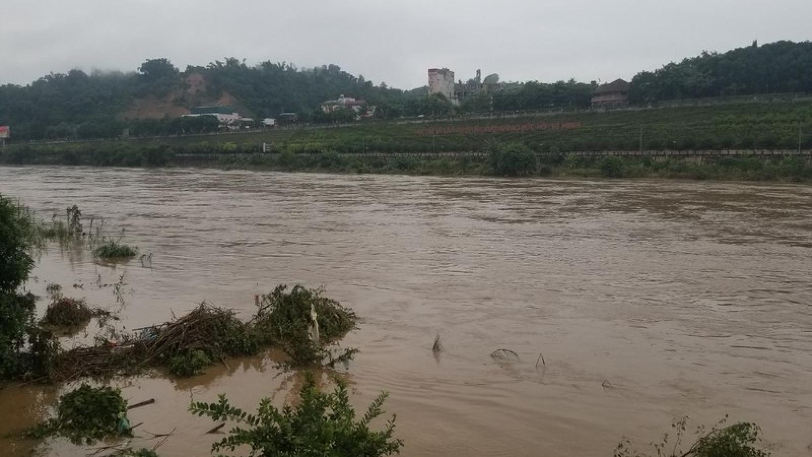 Lũ trên sông Hồng dâng qua thành phố Lào Cai tăng nhẹ