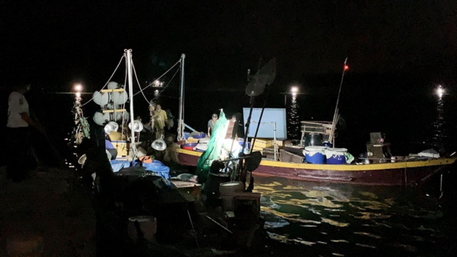 Bắt 5 tàu cá khai thác thủy hải sản trái phép tại vùng biển ven bờ TP Hội An