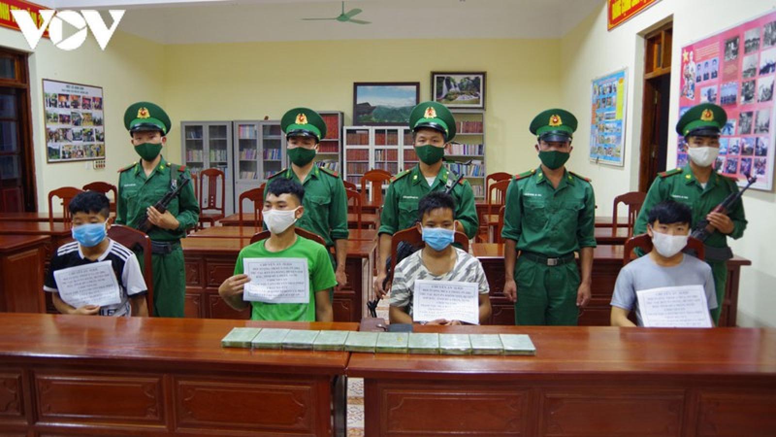4 đối tượng người Lào mang 10 bánh heroin vào Việt Nam
