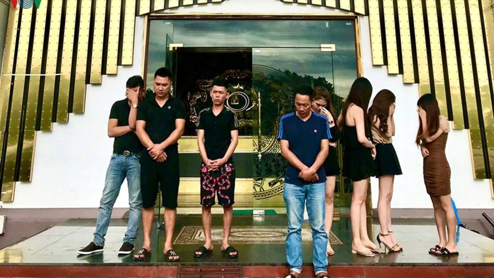 Quảng Ninh: Bất chấp lệnh cấm, 3 quán karaoke vẫn hoạt động