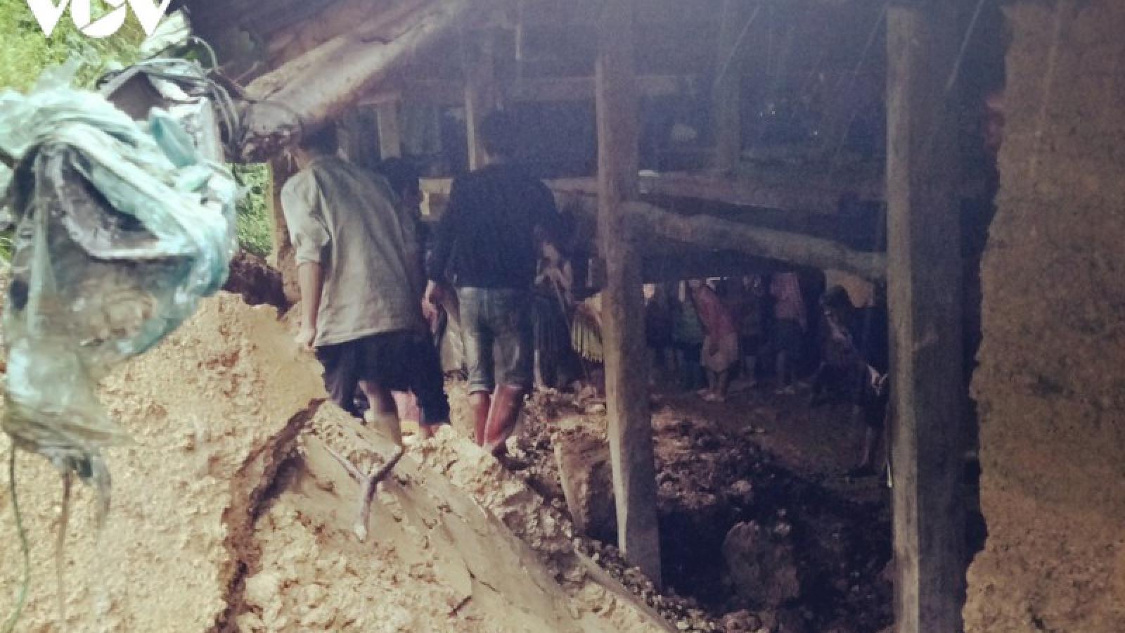 Bến Tre khắc phục điểm sạt lở gây nước tràn ngập vườn cây