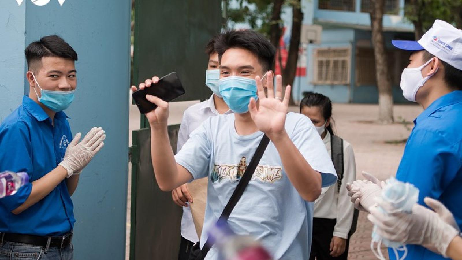 Thí sinh Hà Nội bất ngờ vì đề thi Ngữ văn không hỏi về dịch Covid-19