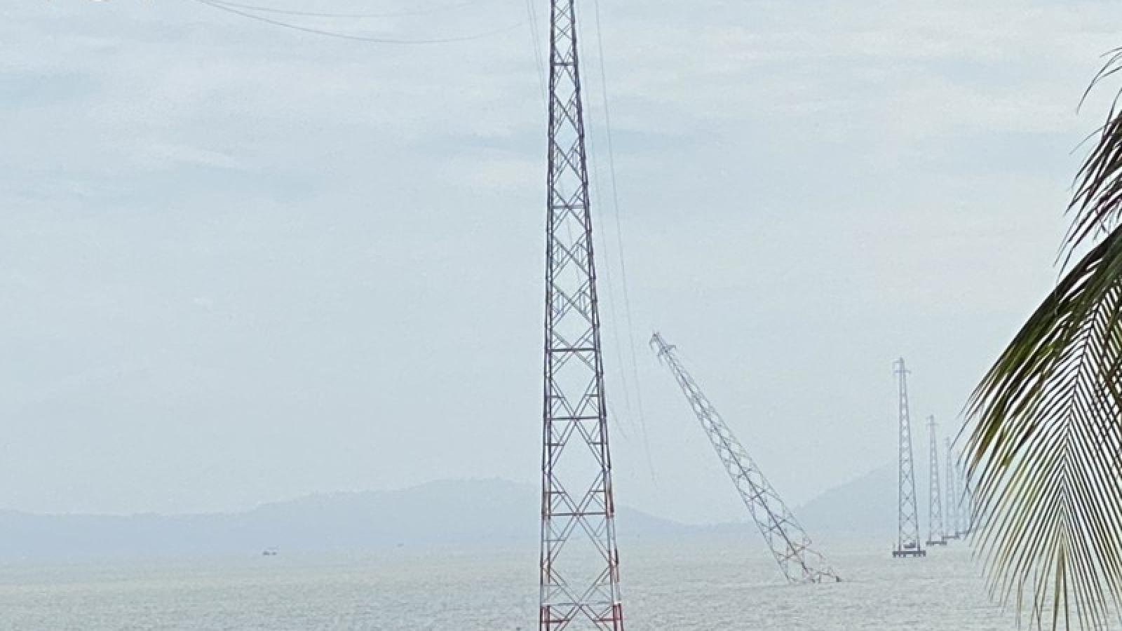 Một trụ điện trên biển tại Kiên Giang bị đâm nghiêng