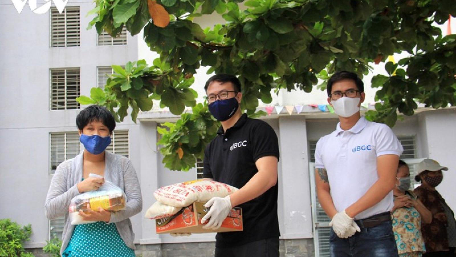 Nhóm bạn trẻ Đà Nẵng hỗ trợ người khó khăn giữa vùng dịch Covid-19