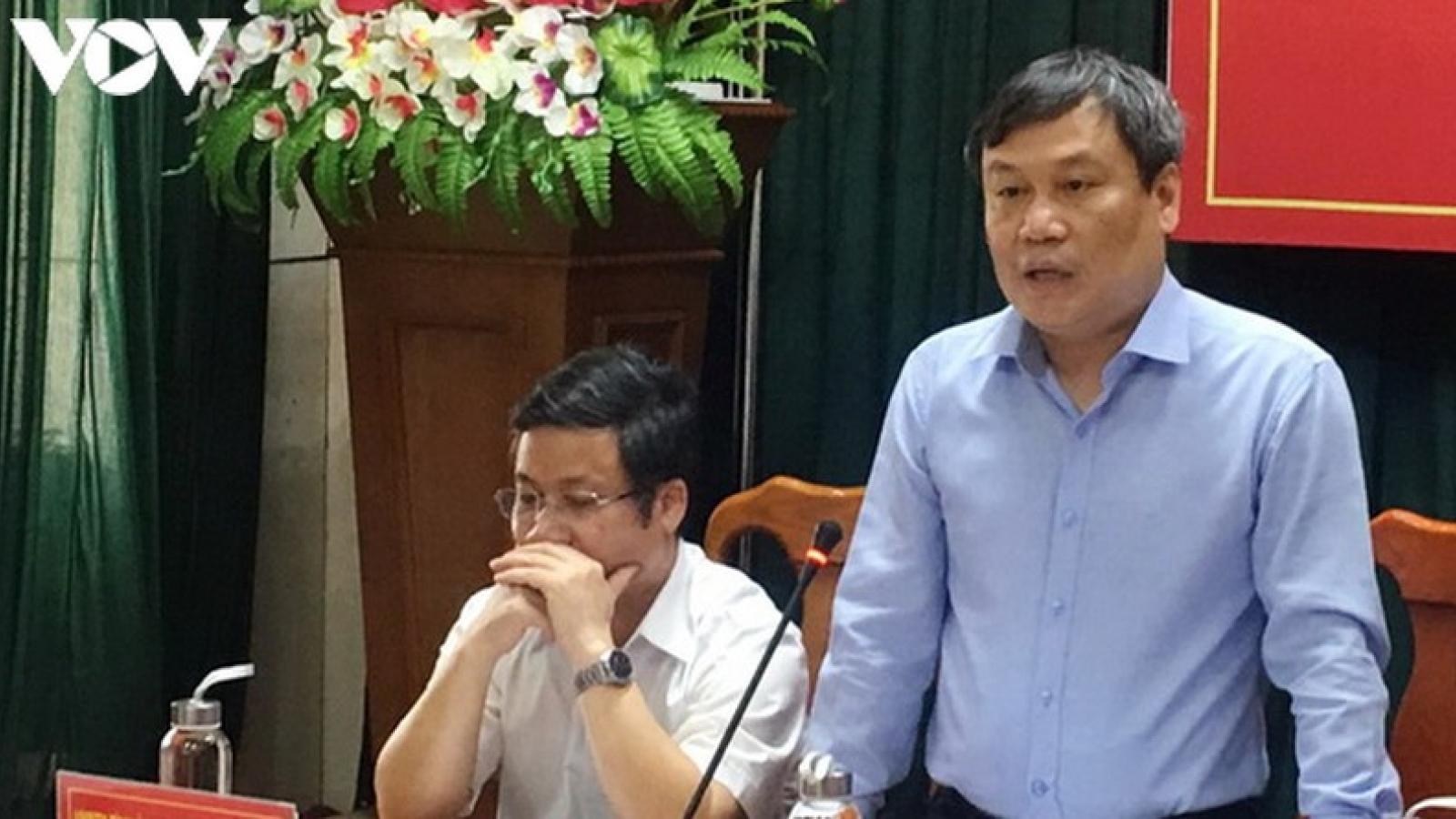 Bí thư Quảng Bình lên tiếng về việc chi 2,2 tỷ đồng mua cặp tặng đại biểu