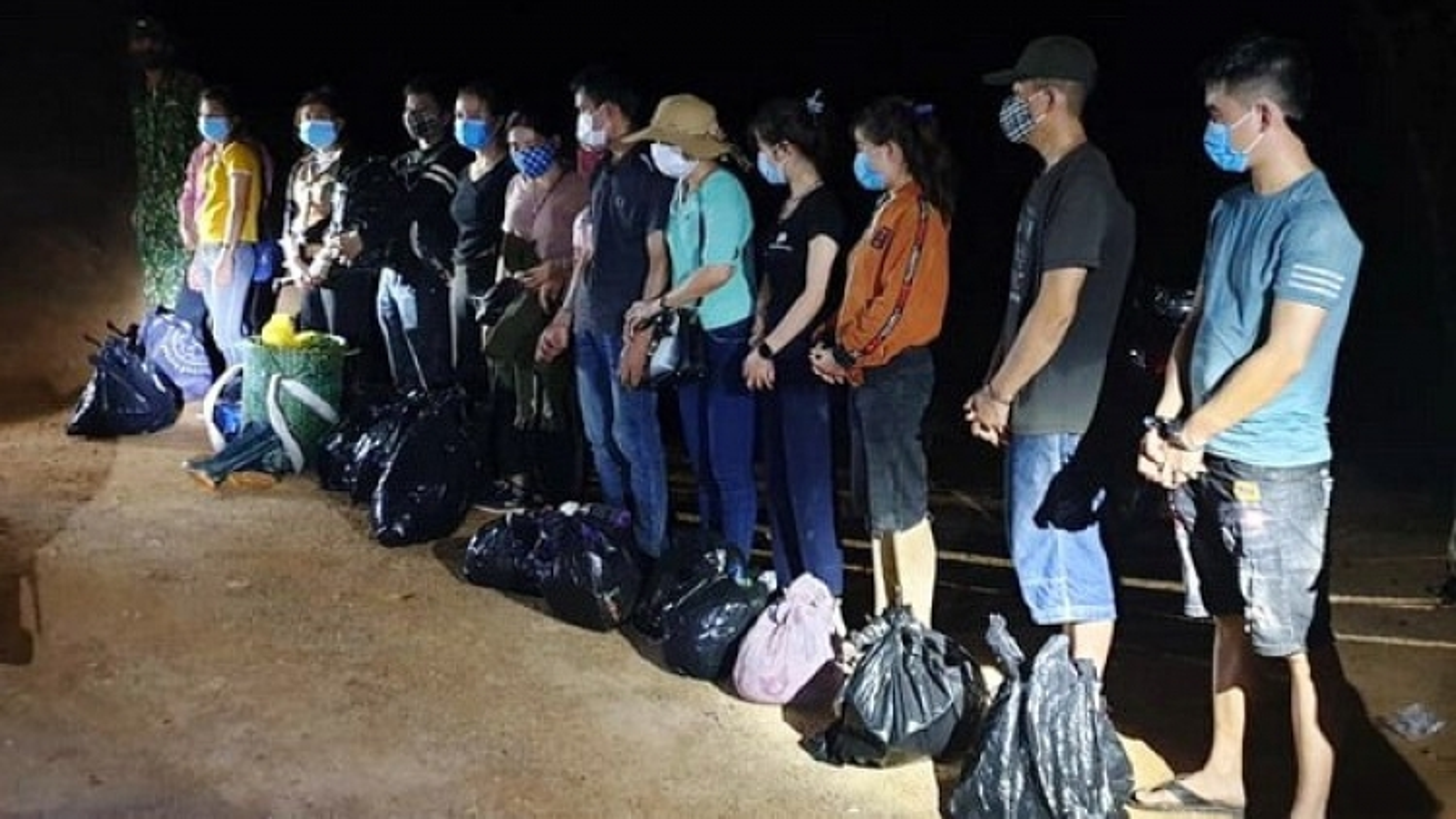 Quảng Trị: Tạm giữ 13 người xuất cảnh trái phép trong đêm