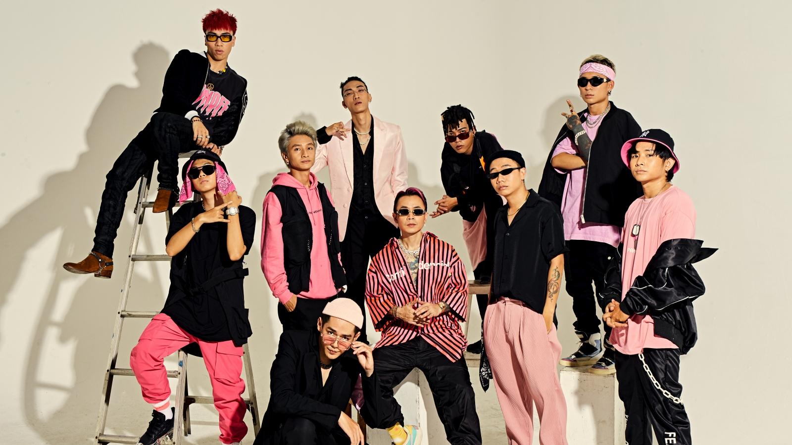 """Binz và 9 thí sinh """"Rap Việt"""" tung bộ ảnh concept """"đen - hồng"""" cực chất"""