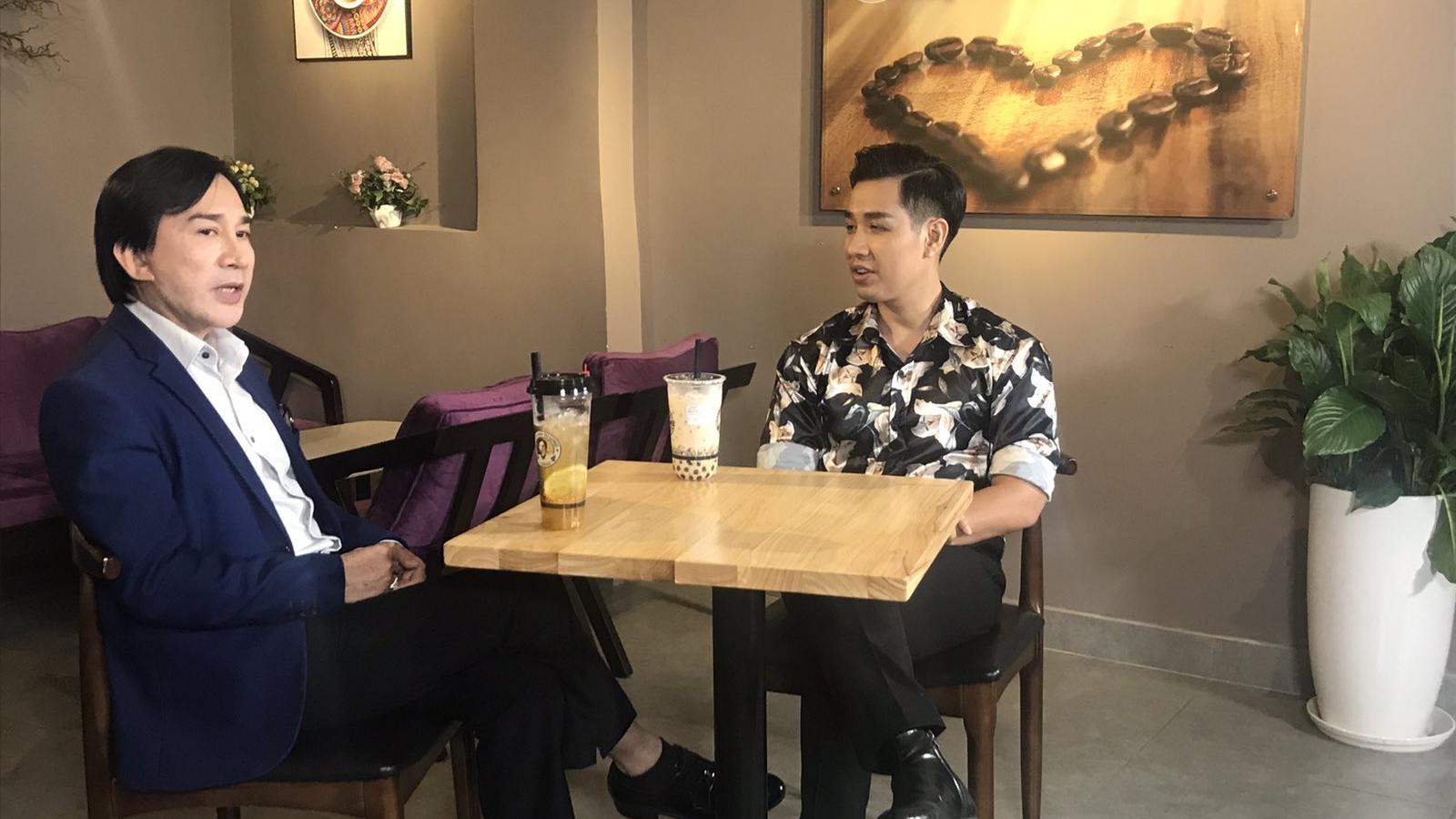 NSƯT Kim Tử Long hướng dẫn MC Nguyên Khang làm món cafe đặc biệt