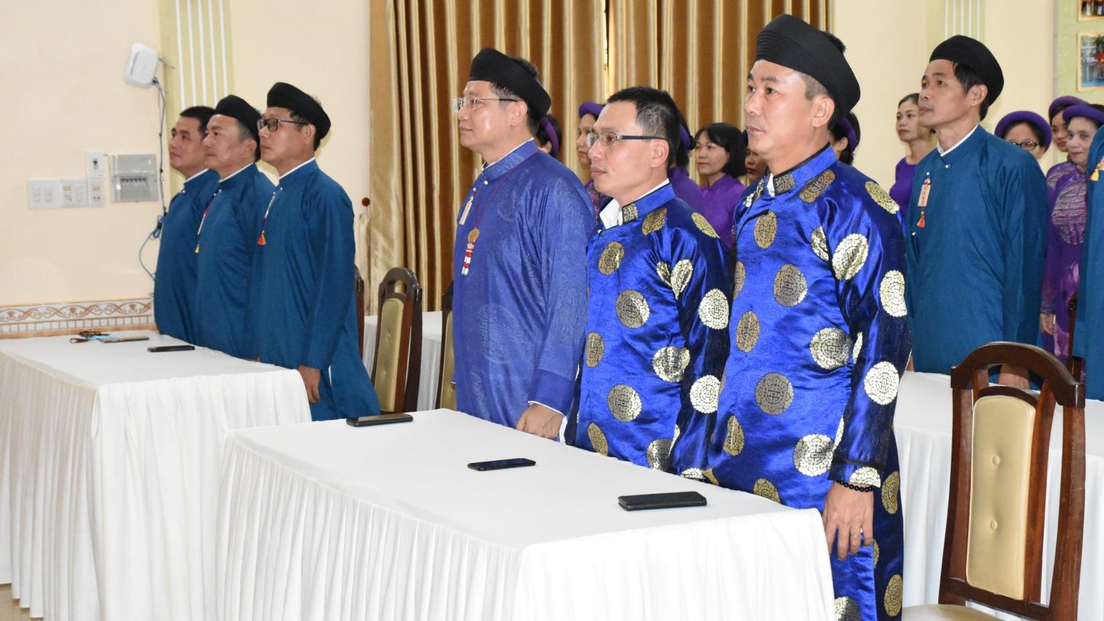 Cán bộ Sở Văn hóa và Thể thao tỉnh Thừa Thiên Huế mặc áo dài chào cờ đầu tuần