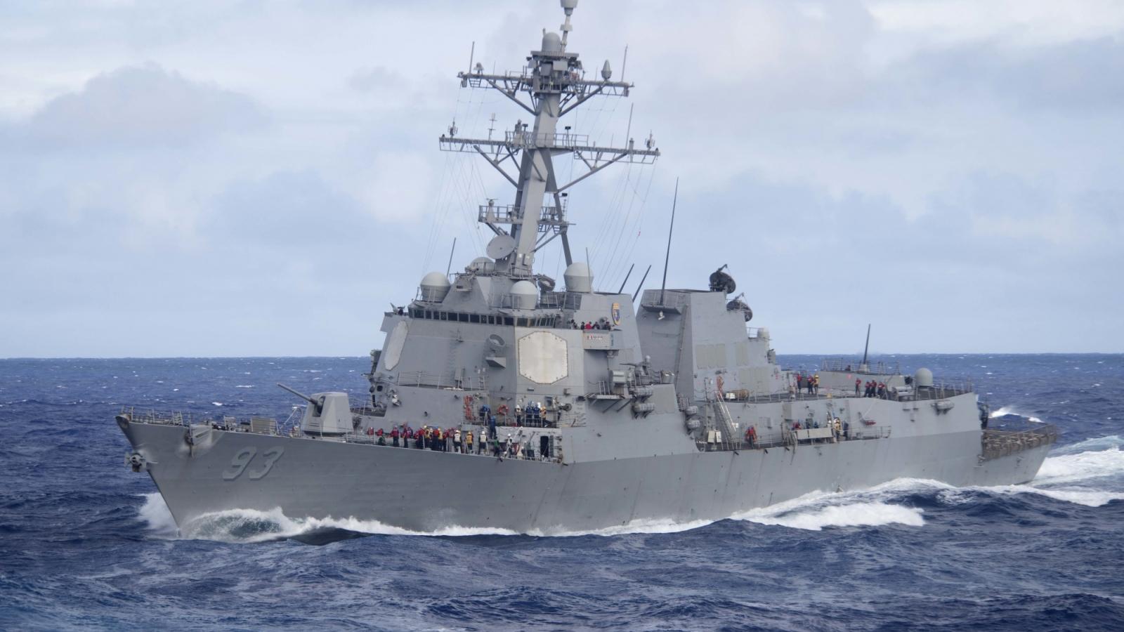 Cận cảnh tàu khu trục Mỹ USS Chung-Hoon phóng tên lửa, phô diễn sức mạnh