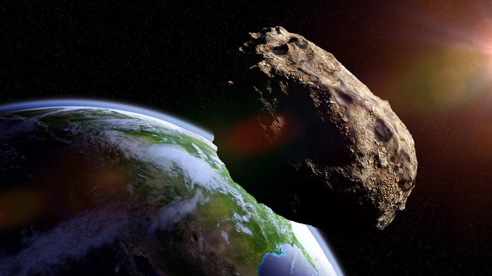 NASA cảnh báo thiên thạch dài bằng 3 chiếc xe bus London bay qua Trái Đất