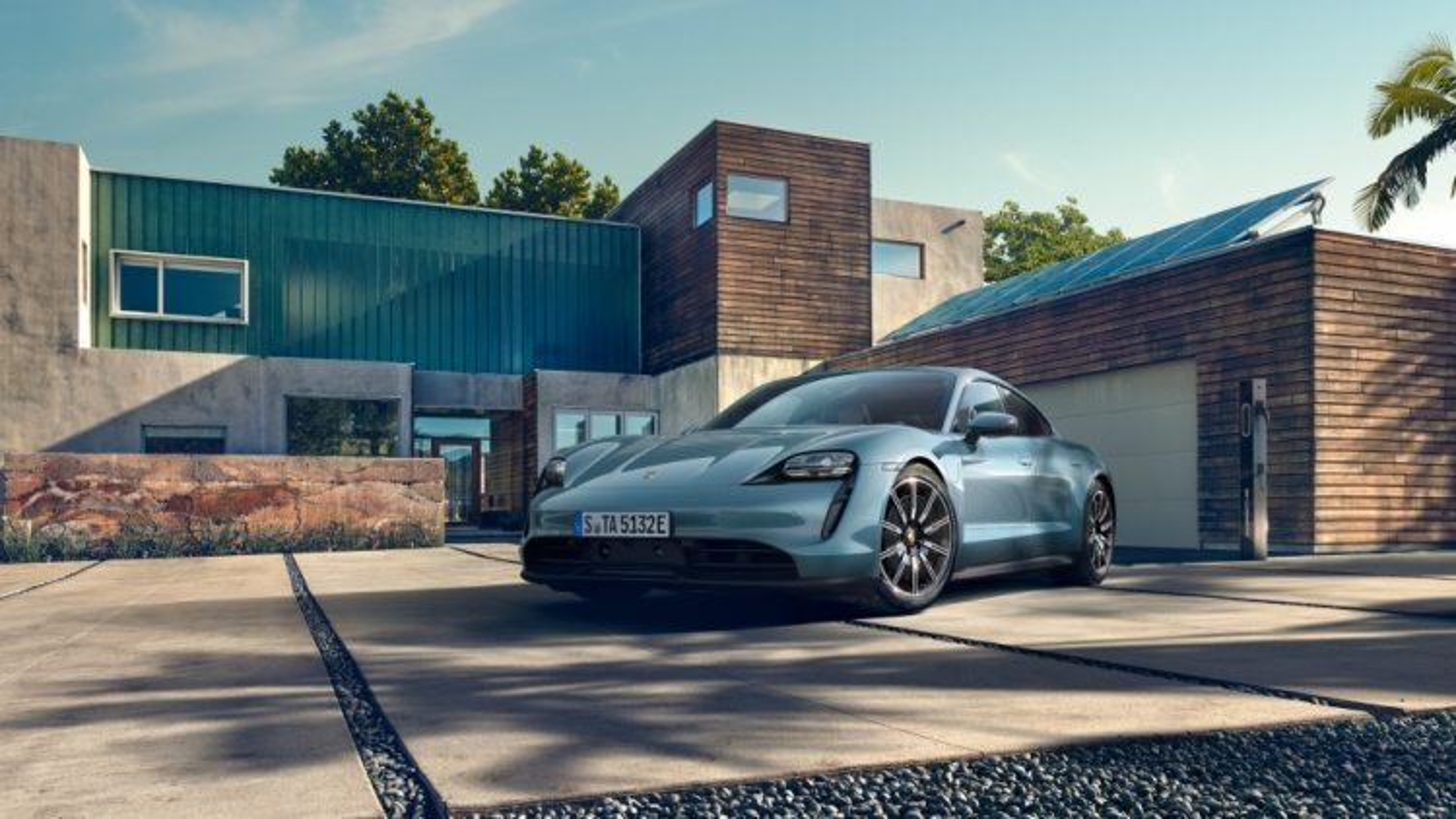 Siêu xe chạy điện Porsche Taycan có giá cao nhất gần 10 tỷ đồng