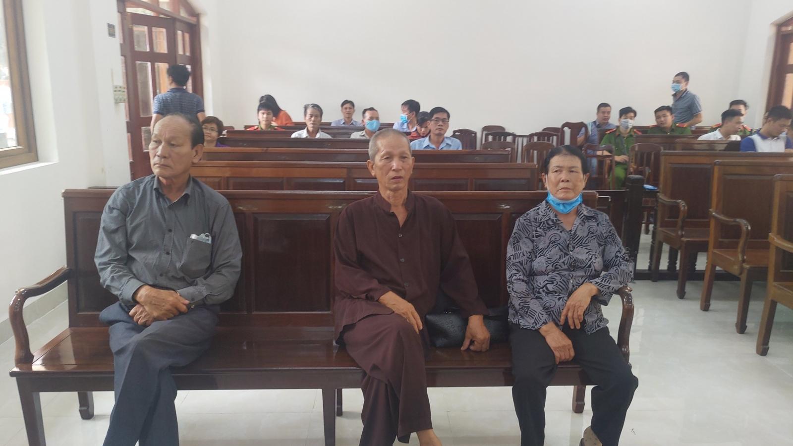 """Vụ ông lão 79 tuổi quỳ ở toà: VKS Đồng Nai """"bác"""" quan điểm Viện trưởng VKS Tối cao"""