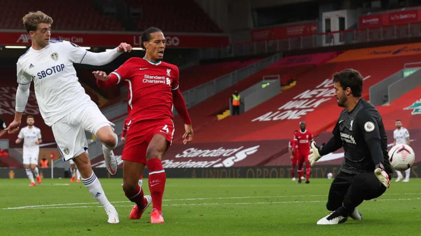 """Virgil Van Dijk """"báo hại"""" Liverpool vì thói kiêu ngạo"""