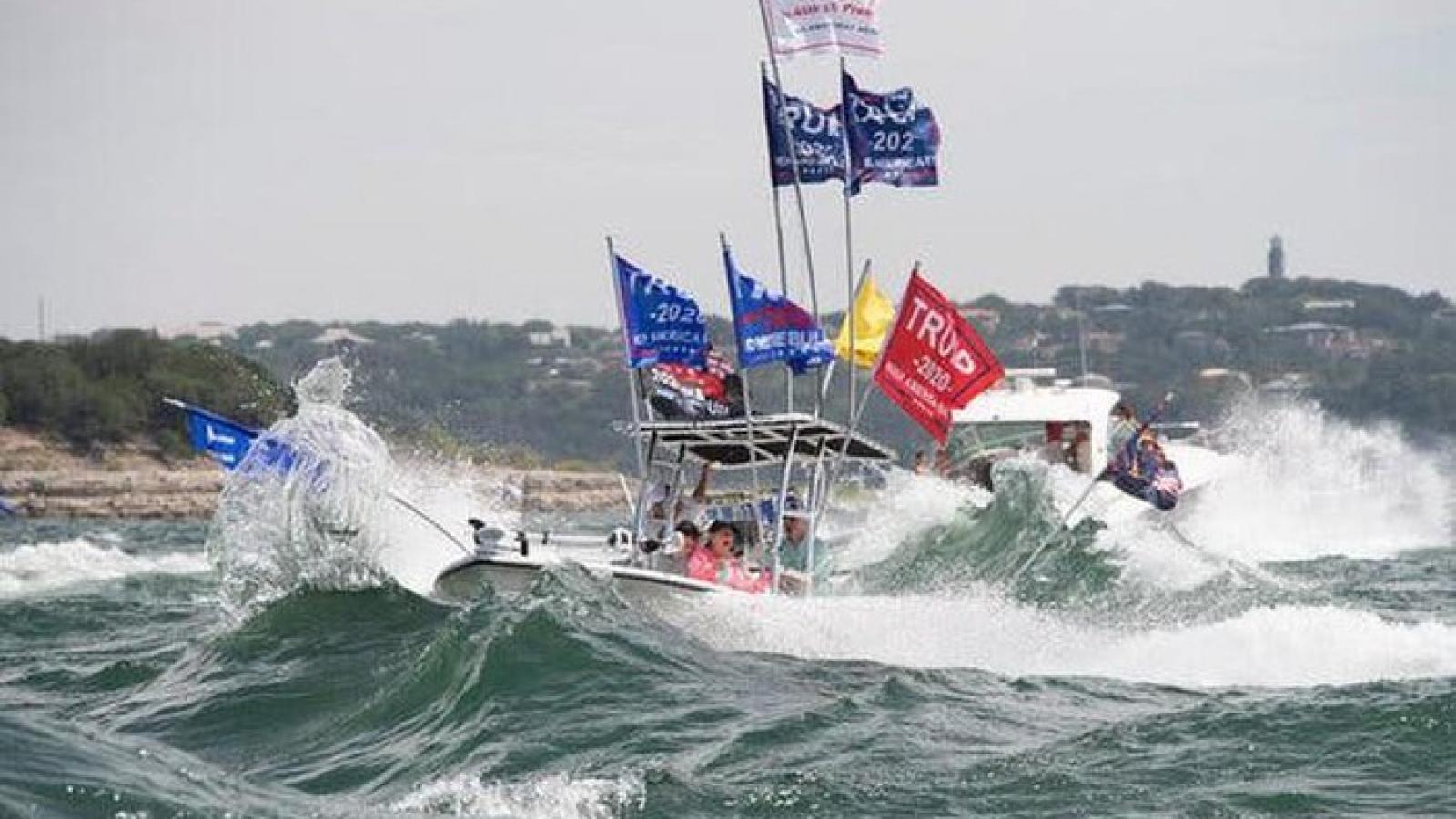 Chìm 4 thuyền diễu hành ủng hộ Tổng thống Trump ngoài khơi Texas (Mỹ)