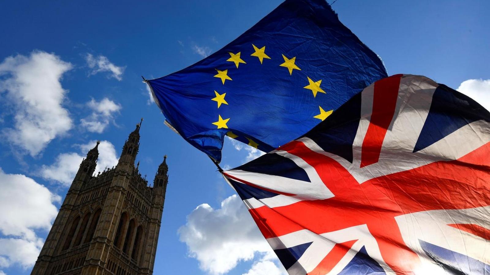 Cánh cửa cho thỏa thuận thương mại Anh – EU hậu Brexit ngày càng thu hẹp