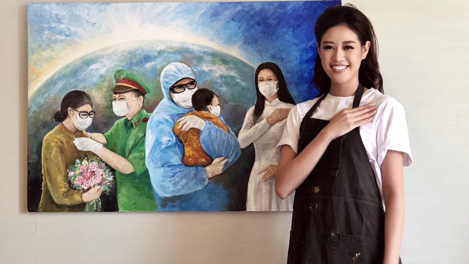 """Hoa hậu Khánh Vân và ba vẽ bức tranh """"Những trái tim yêu thương"""""""