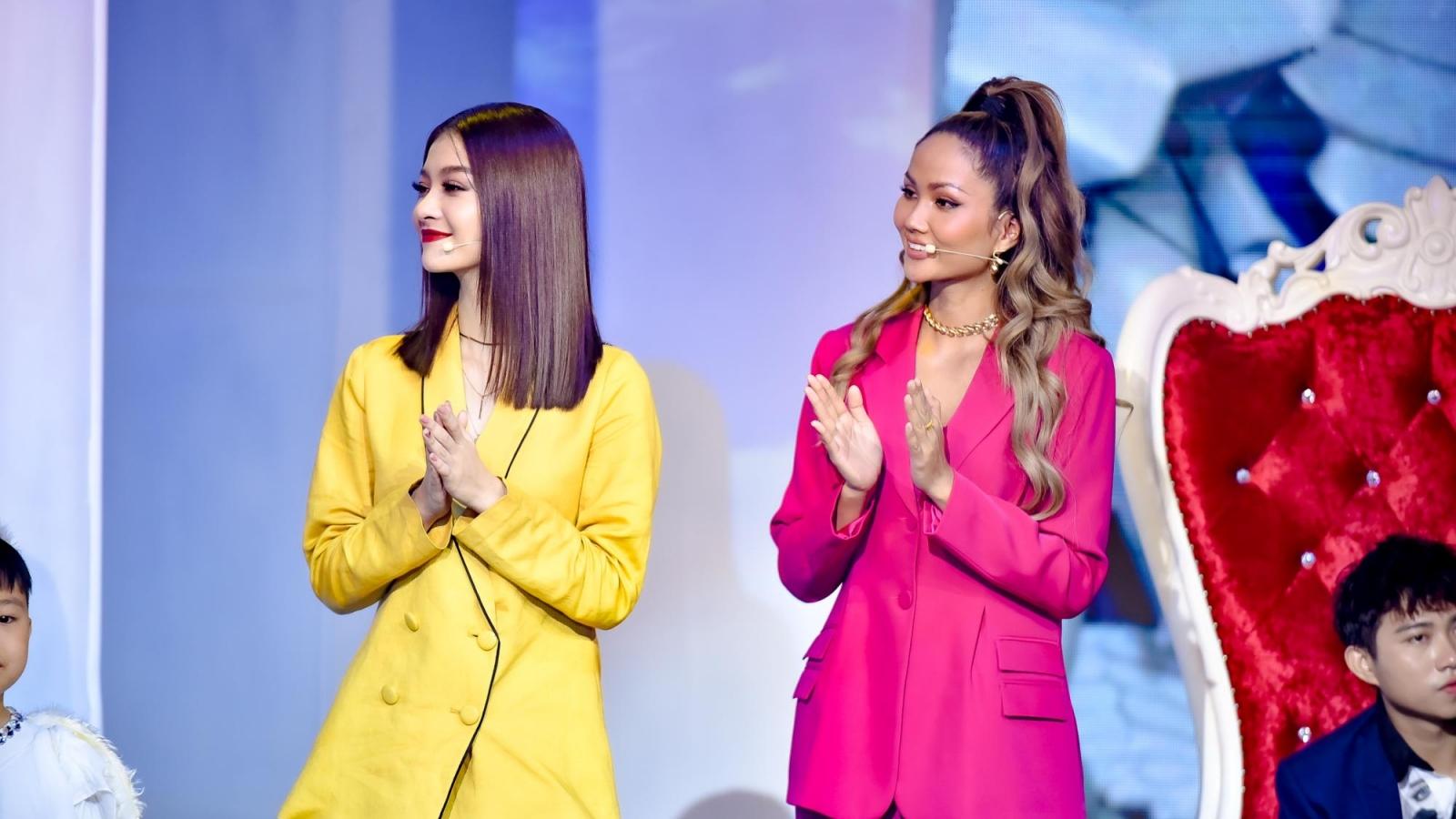 """H'Hen Niê - Kiều Loan """"se duyên"""" thành công cho bà mẹ đơn thân, cầu hôn ngay trên sân khấu"""