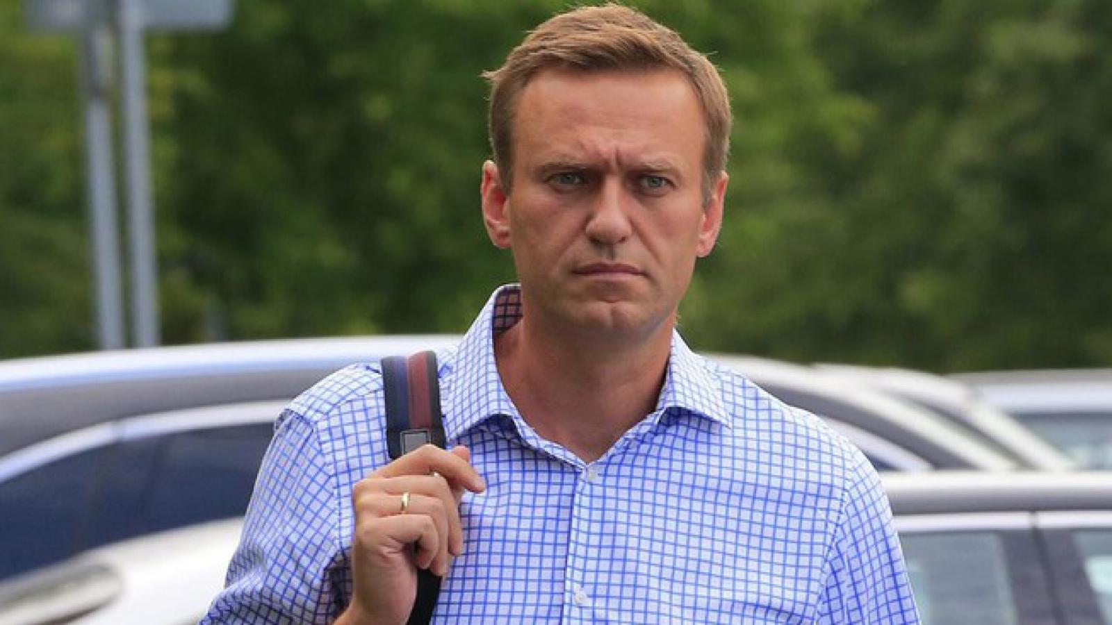 Chính trị gia Nga Navalny bị đầu độc bằng 1 chai nước trong khách sạn?