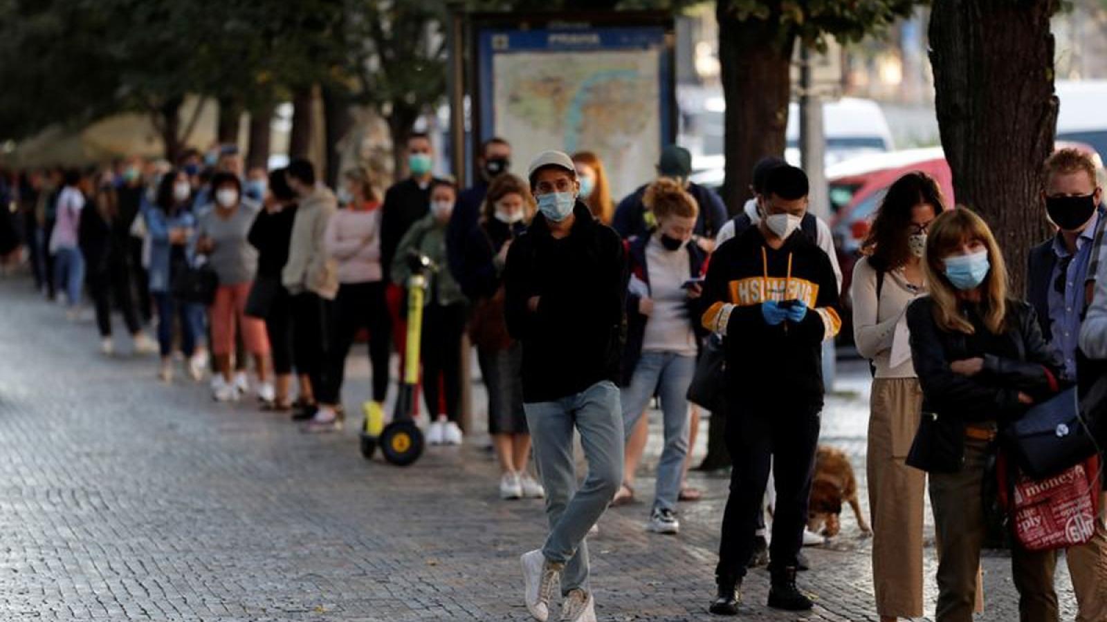 Séc là một trong ba nước có tỷ lệ lây nhiễm Covid-19 cao nhất châu Âu