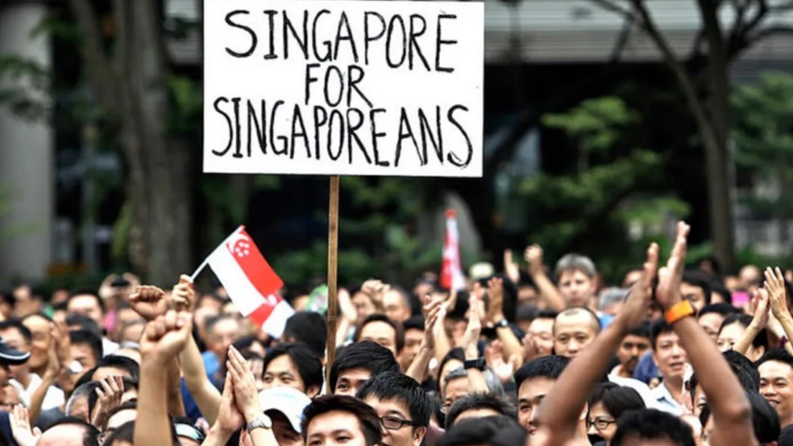 """Người Singapore lo lao động nước ngoài """"cướp mất"""" việc làm thời Covid-19"""